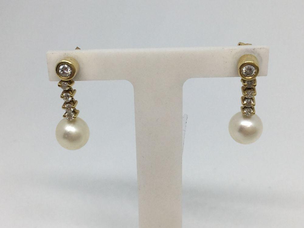 7b41dc0d64f0 Pendientes de oro con brillantes y perla cultivada