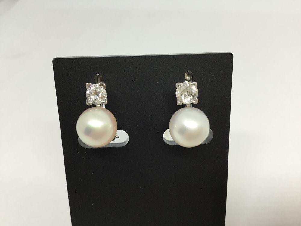 87fdafed5100 Pendientes tú y yo en oro blanco con brillante y perla cultivada ...